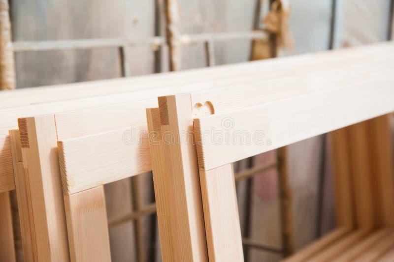 Fabricação de portas de madeira, janelas, mobília fotografia de stock royalty free