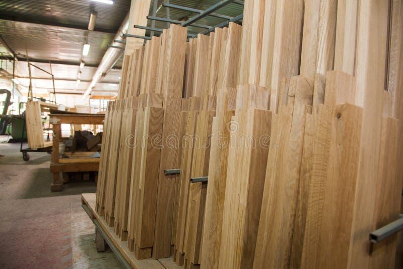 Fabricação de portas de madeira, janelas, mobília imagem de stock royalty free