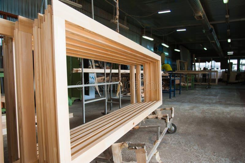 Fabricação de portas de madeira, janelas, mobília imagens de stock