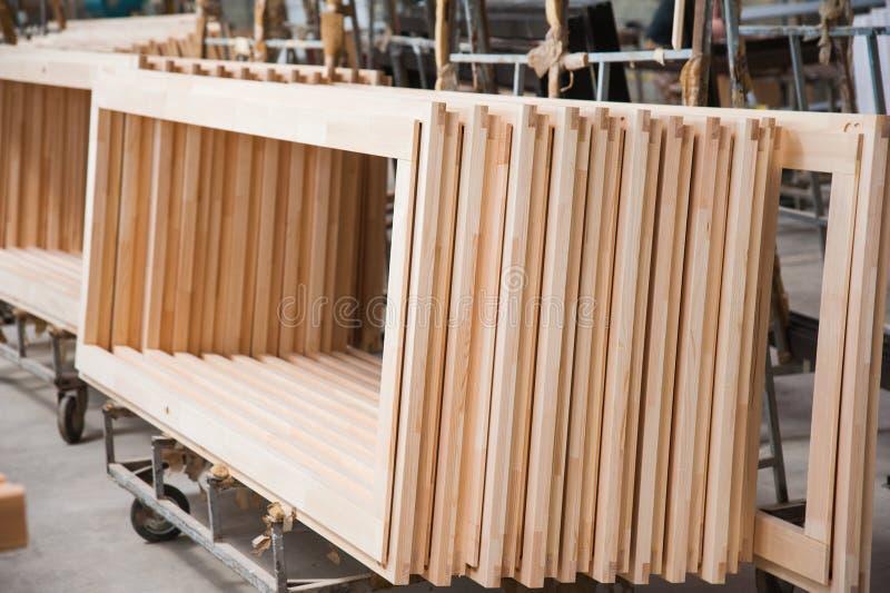 Fabricação de portas de madeira, janelas, mobília imagem de stock