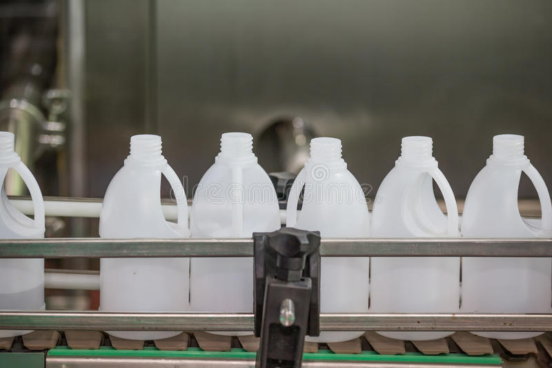 Fabricação plástica da garrafa industrial imagem de stock royalty free