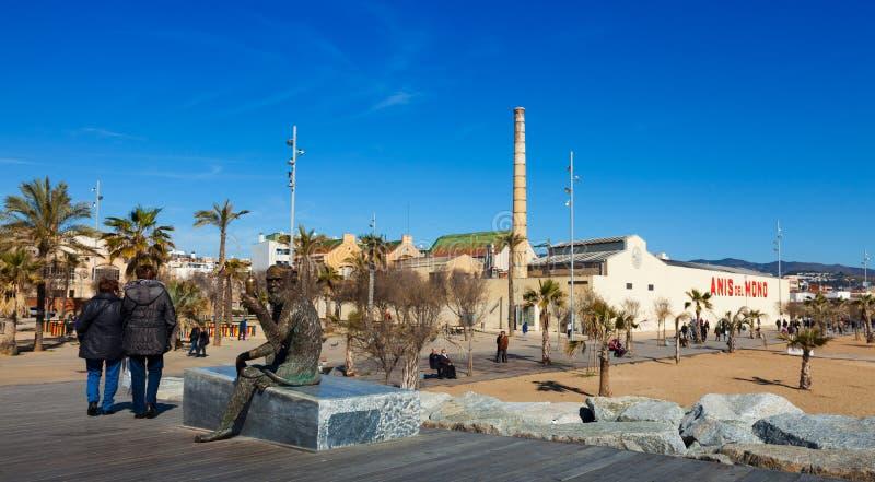 Fabrica und Statue von Anis del Mono. Badalona stockfotografie