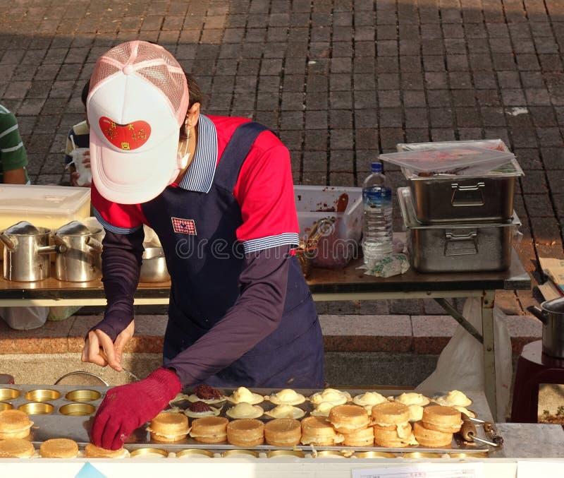 Fabricación de Bean Cakes rojo chino foto de archivo
