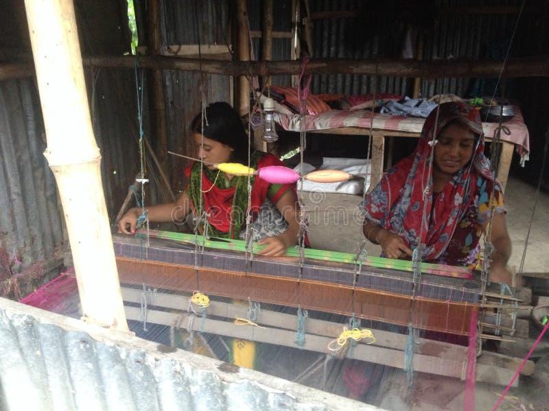 Fabricación de Dhakai Jadani Shari fotos de archivo