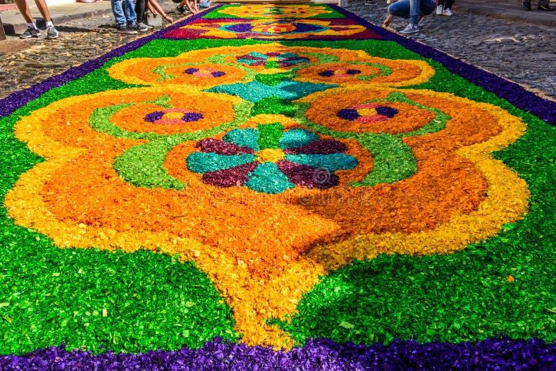 Fabricación de la alfombra de la procesión de Domingo de Ramos, Antigua, Guatemala fotografía de archivo libre de regalías