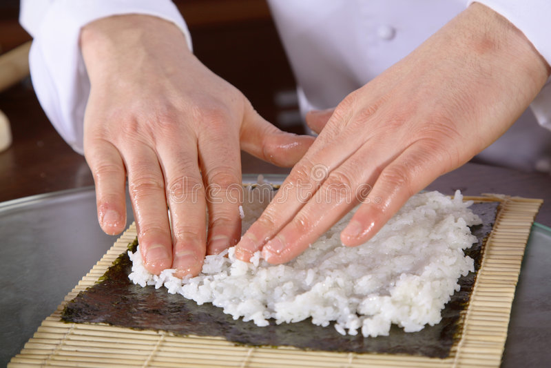 Fabricación del sushi foto de archivo