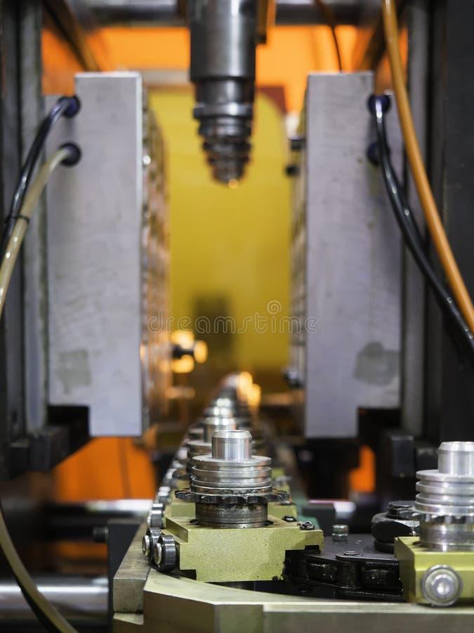 Fabricación plástica de alta tecnología de la botella industrial fotografía de archivo libre de regalías