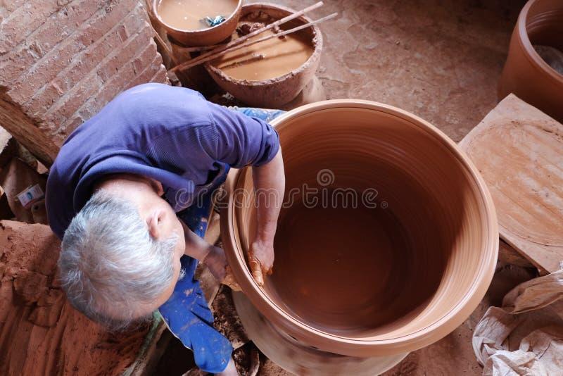 Fabricación roja de la cerámica imágenes de archivo libres de regalías