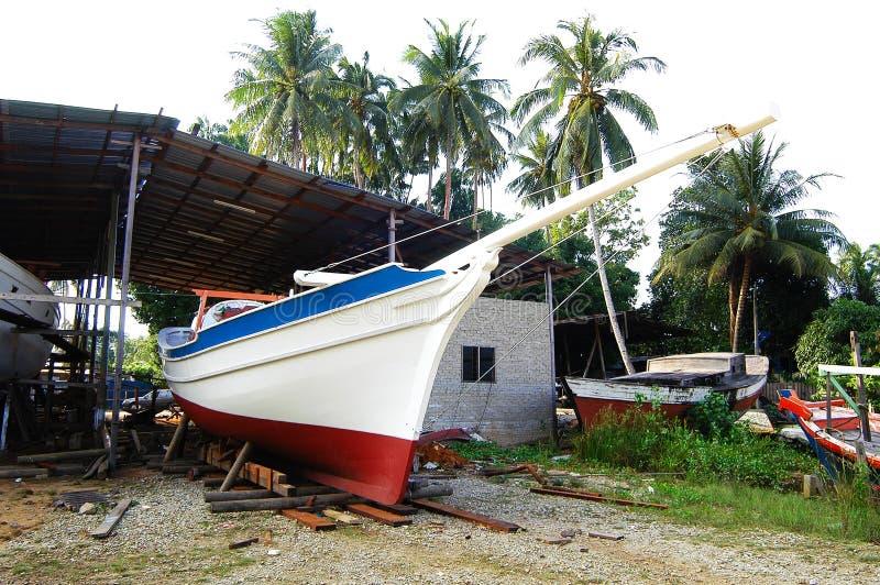 Fabricación tradicional del barco de Pulau Duyung imagen de archivo