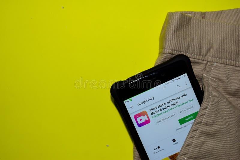 Fabricant visuel des photos avec l'application de réalisateur de musique et de table de montage sur l'écran de Smartphone image libre de droits
