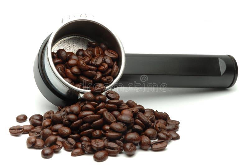 Fabricante y habas de café fotografía de archivo