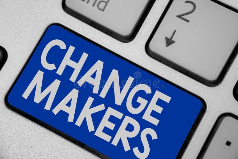 Fabricantes da mudança da exibição da nota da escrita Foto do negócio que apresenta Gen novo X Keyboar de Turk Influencers Acitiv fotografia de stock royalty free