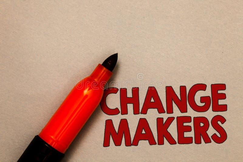 Fabricantes del cambio del texto de la escritura de la palabra Concepto del negocio para el marcador joven del rojo de la GEN X O fotos de archivo