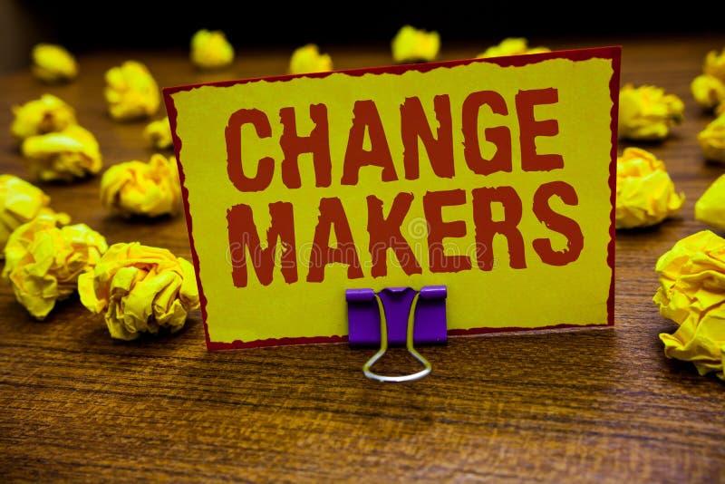 Fabricants de changement des textes d'écriture de Word Concept d'affaires pour la jeune GEN X Clip de Turk Influencers Acitivists photos stock