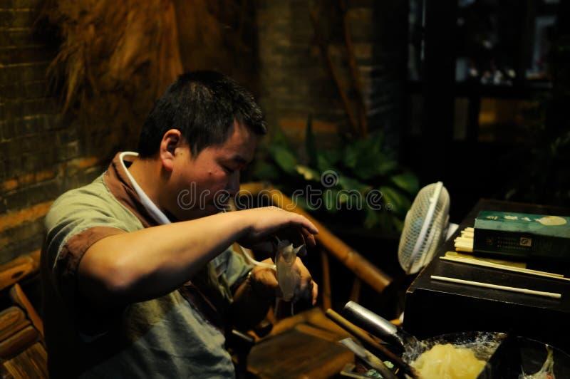 Fabrication de la figurine de sucre photo libre de droits