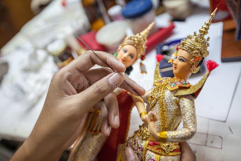 Fabrication de la poupée thaïlandaise photos libres de droits