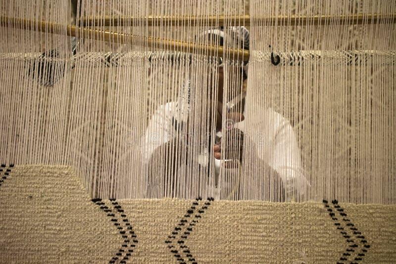 Fabrication de main de tapis photographie stock libre de droits