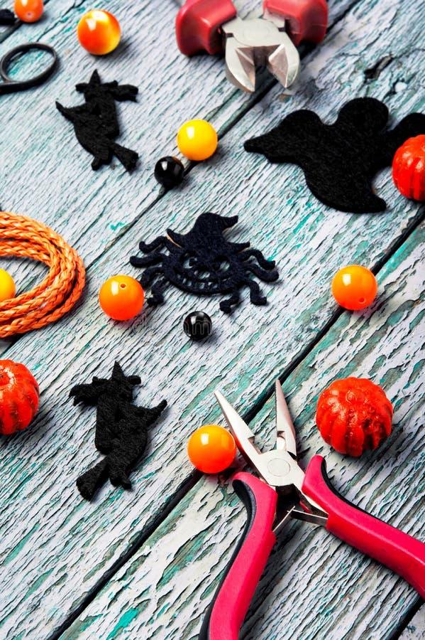 Fabrication des bijoux pour Halloween photo libre de droits