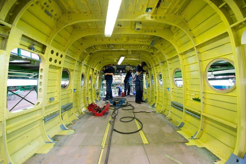 Fabrication des hélicoptères russes sur l'usine d'avions photographie stock