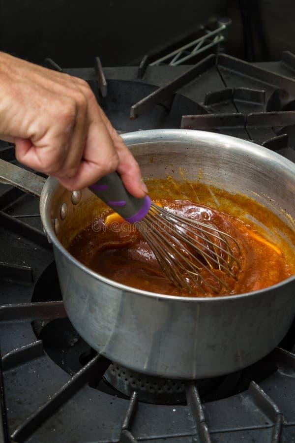 Fabrication du caramel frais photos libres de droits