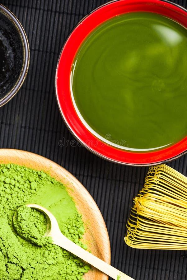 Fabrication du thé vert de matcha photographie stock libre de droits