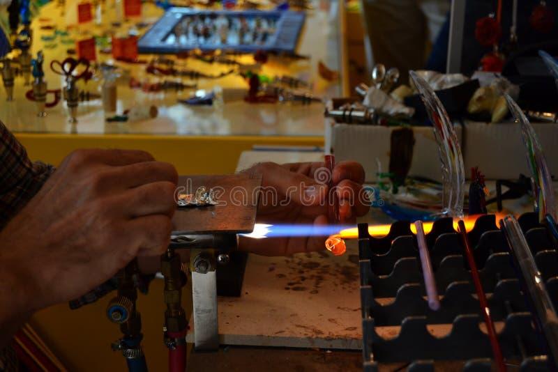 Fabrication du verre de Murano photo stock