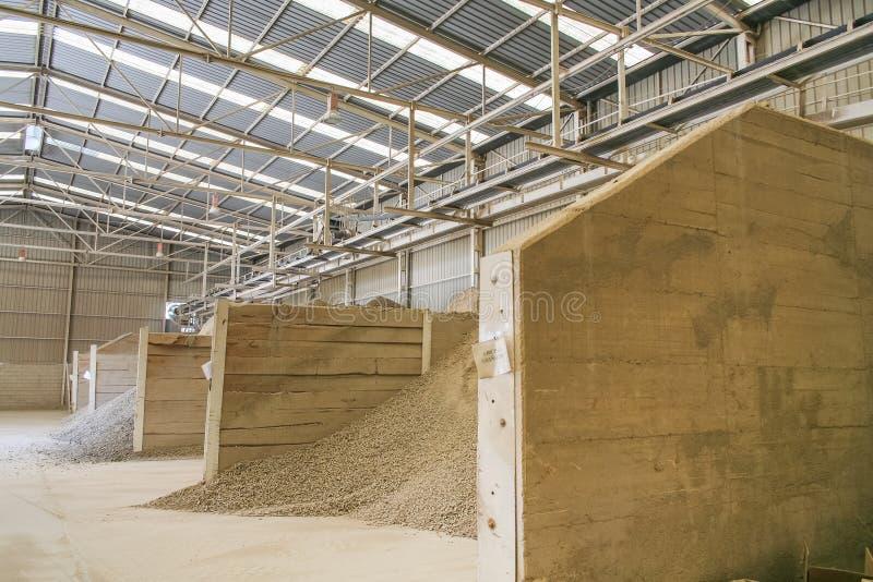 Fabriek van ceramische klei stock foto's