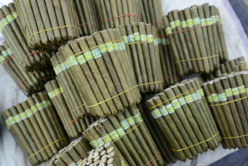 FABRIK ASIENS MYANMAR NYAUNGSHWE TABACCO stockfotos