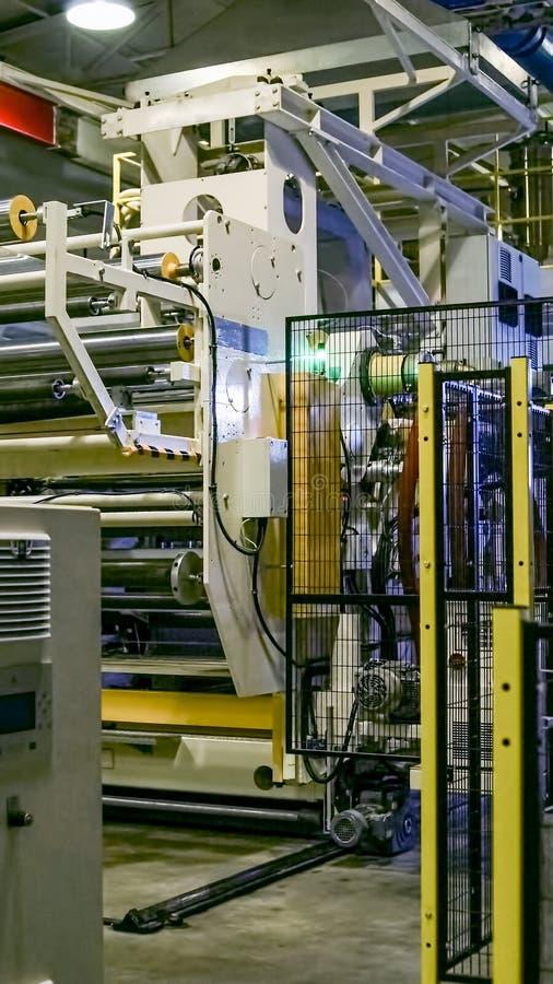Fabrik das Innere Industriegebäudeinnenraum Anlage für die Produktion des Plastikfilmes lizenzfreie stockbilder