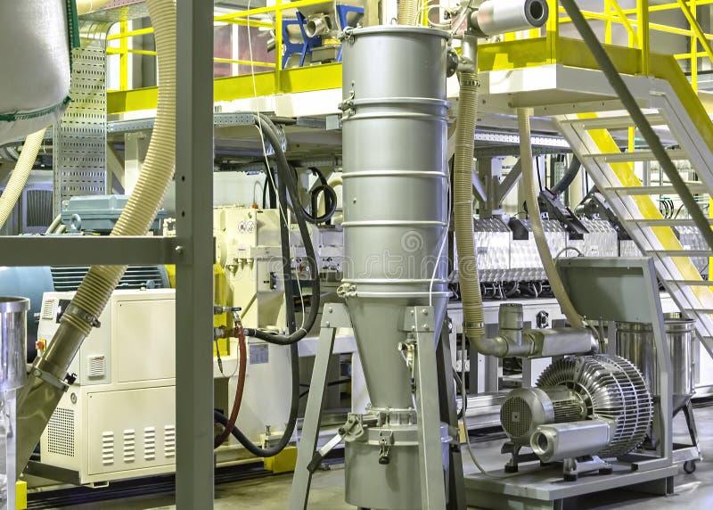 Fabrik insidan Industribyggnadinre Plast- film för växt för tillverkning av royaltyfria foton