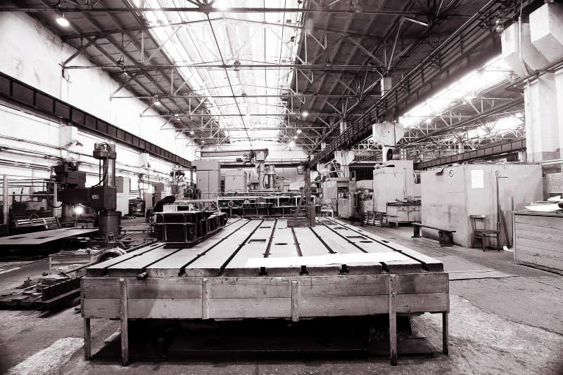 Fabrik mit Maschine im Raum stockbilder