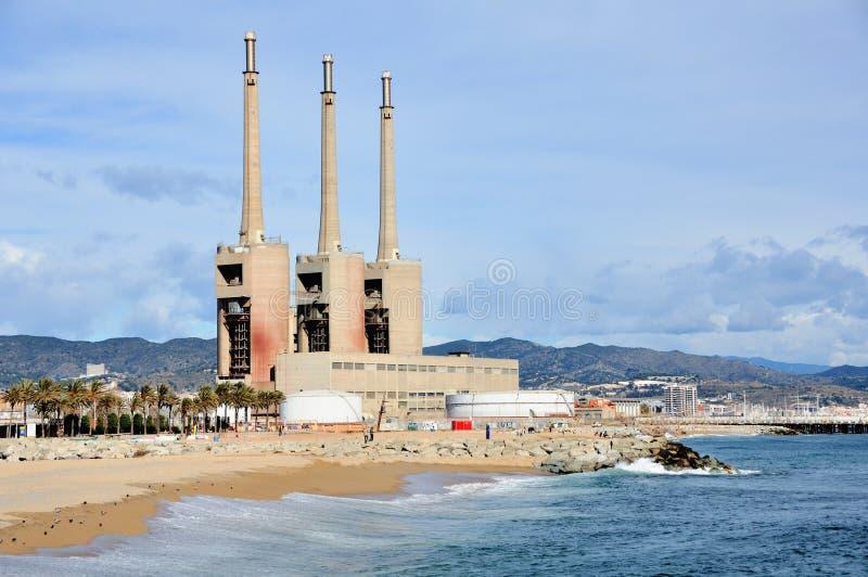 Fabrik på stranden arkivfoto