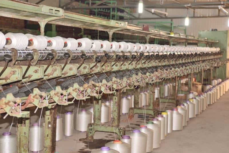 Fabriken för textilbransch, tillverkning av repet royaltyfri bild