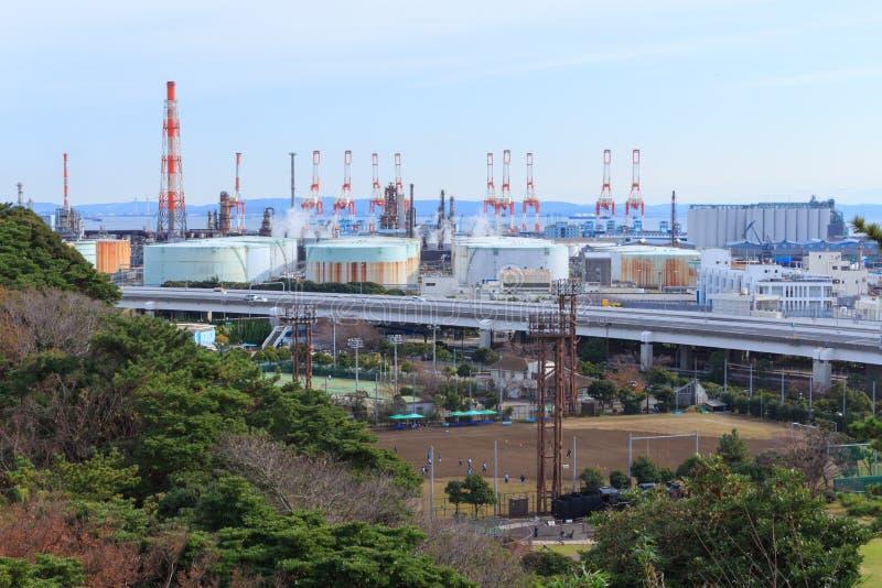 Fabriker i Keihin den industriella regionen i Yokohama, Kanagawa, Japan fotografering för bildbyråer