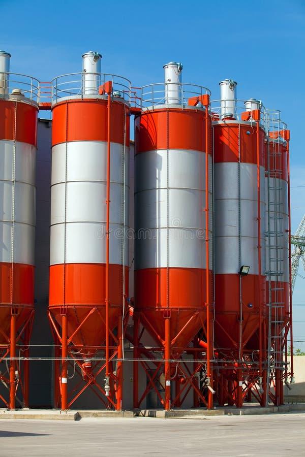 Fabrikkontrolltürme stockbilder
