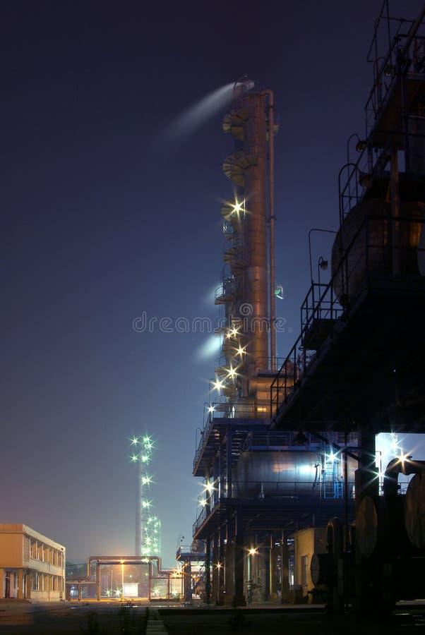 Fabriknachtansicht stockbild