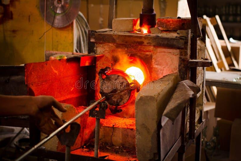 Fabriks- process för glastillverkningar arkivfoto