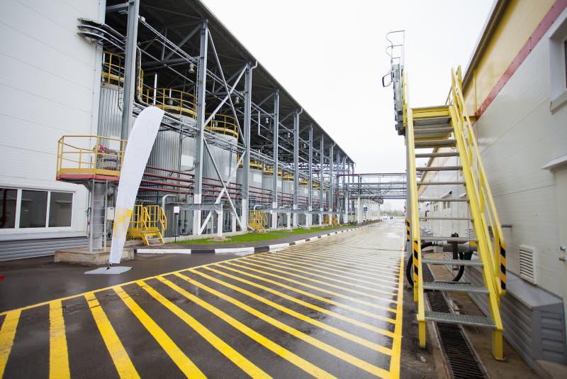 Download Fabriksborggård fotografering för bildbyråer. Bild av fabrik - 27276559