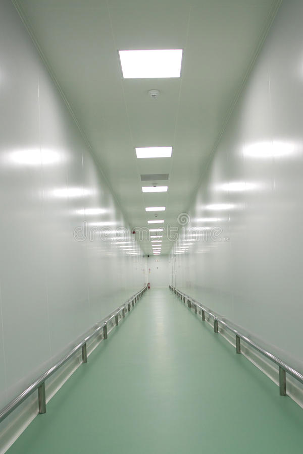 fabrikskorridor arkivbilder