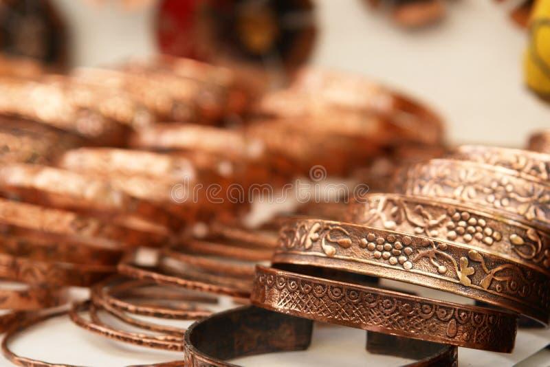 fabriqué à la main de cuivre de bracelets images libres de droits