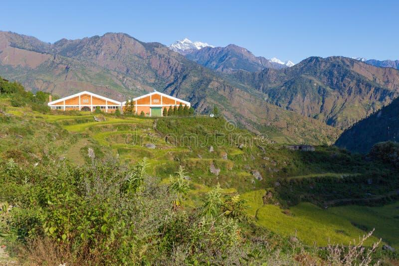 Fabryczni budynki w Nepal górach obraz royalty free