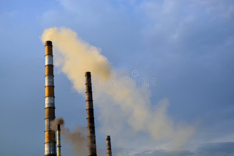 Fabryczni smokestacks obraz stock
