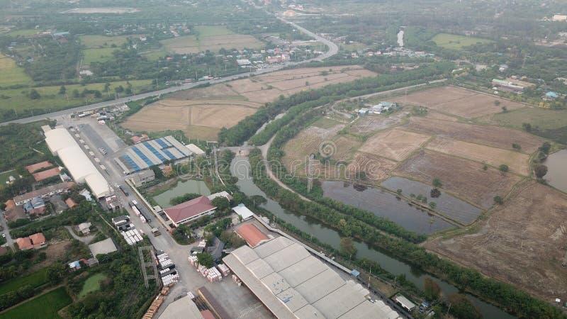 Fabryczny budynek przy dachowym widokiem od ptasiego oka widoku obraz royalty free