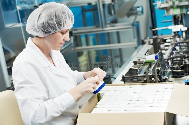 fabryczny farmaceutyczny pracownik obrazy royalty free