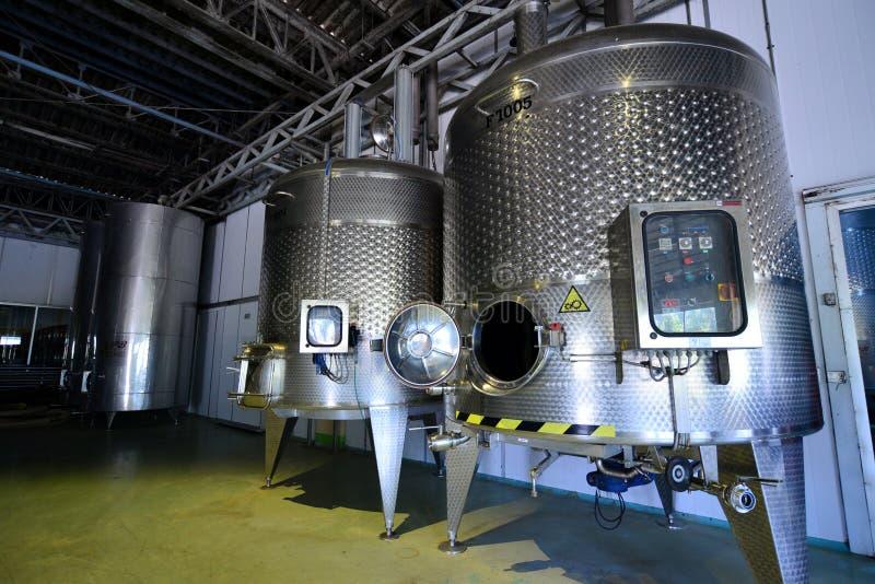 fabryczny nowożytny wino zdjęcia stock
