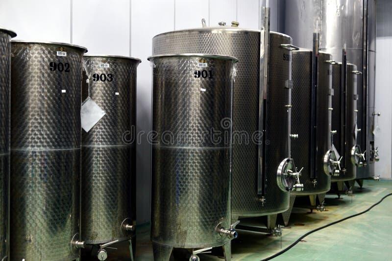 fabryczny nowożytny wino zdjęcia royalty free