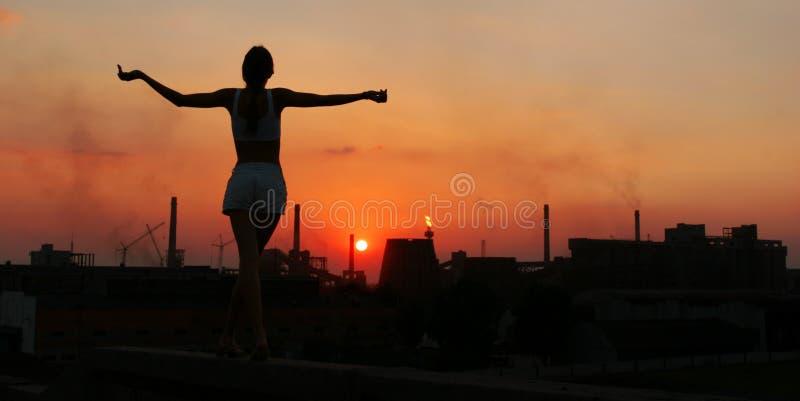 fabryka dziewczyny na słońce obraz stock