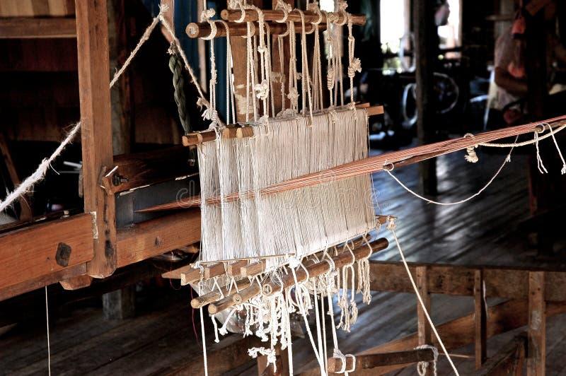 fabryki krosna inle Myanmar jezioro jedwab. zdjęcie stock