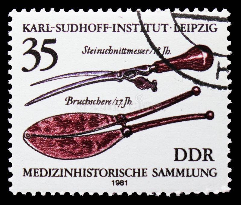 Faca de cinzeladura da pedra (18o c,), quebrando as tesouras (17o c ), coleção da história médica, Karl Sudhoff Institute, serie  imagem de stock royalty free