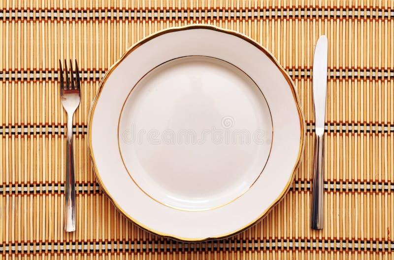 Download Faca, Placa Branca E Forquilha Imagem de Stock - Imagem de metal, liso: 16868527
